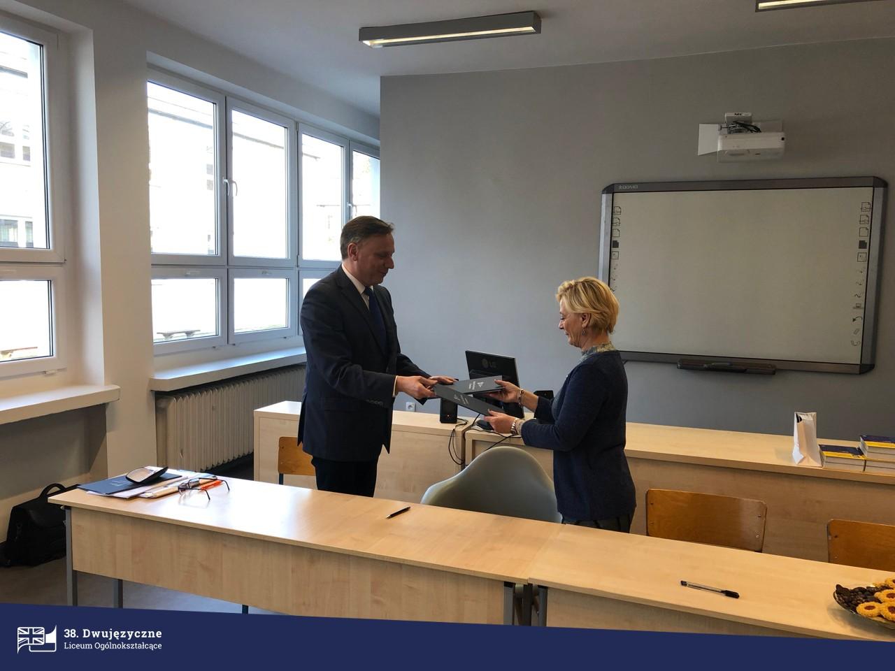WNPiD 9 38 Dwujzyczne Liceum Oglnoksztacce W Poznaniu